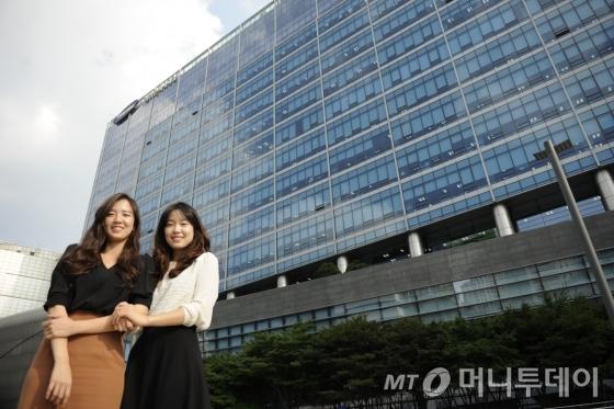 삼성엔지니어링에 근무 중인 현지윤(오른쪽)·정윤 자매/사진제공=삼성엔지니어링