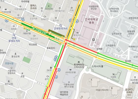 사건이 발생한 시간대의 건대사거리 일대 교통상황. 사건의 버스가 운행한 노선은 교통량이 많아 붐빈다. /사진=다음지도
