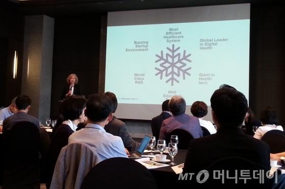 노라 카렐라 '인베스트 인 핀란드' 헬스케어산업 국장이 핀란드의 헬스케어 산업 현황에 대해 설명하고 있다.