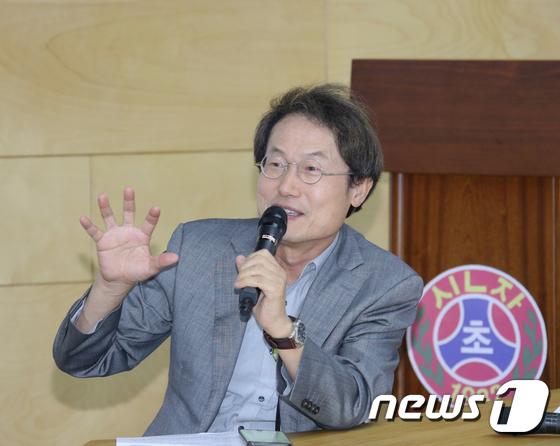 [사진]토론회 참석한 조희연