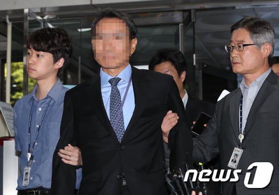 '증거인멸 교사' 혐의를 받고 있는 KAI(한국항공우주산업)  임원 박모씨가 13일 오전 서초구 서울중앙지방법원으로 영잘실질심사를 받기 위해 출석하고 있다. 2017.9.13/뉴스1 © News1 박세연 기자
