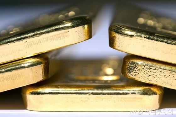 금값, 달러강세에 3일 연속 하락...온스당 1328달러
