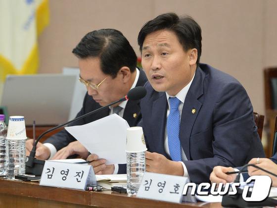 김영진 더불어민주당 의원. © News1 이재명 기자