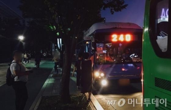 건대역에서 운행 중인 240번 버스 /사진=남궁민 기자