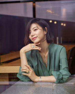 '둘째 임신' 박수진, 화보 공개…'방부제 미모' 비결은?
