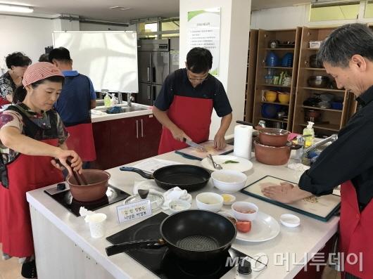 화순군 농업기술센터에서 실시한 식용곤충 요리교육