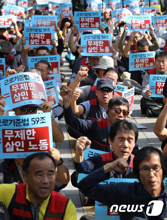 [사진]'노동자 자유이용권 위협하는 근로기준법 59조 폐기하라'