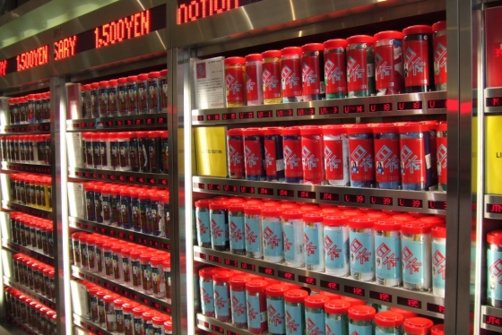 미국 한 공항에 설치된 유니클로 '의류 자판기'/사진제공=핀터레스트