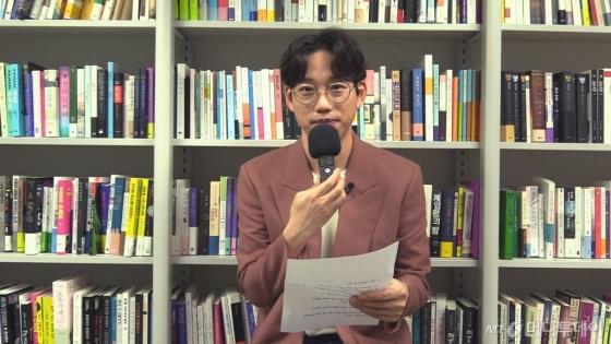ASMR로 신곡 '폰서트'를 부르는 십센치(10cm)/사진=비디오뉴스팀 이수현 기자