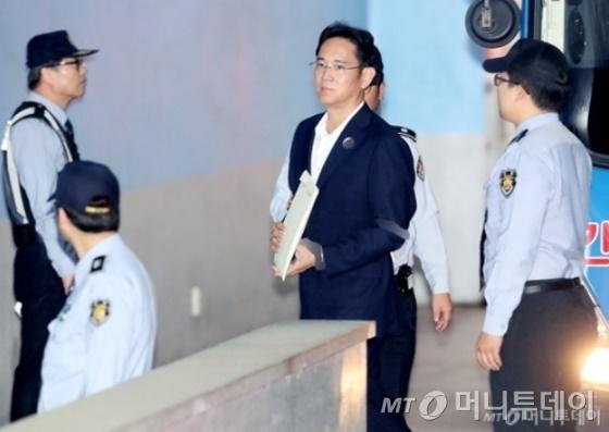 이재용 삼성전자 부회장이 12일 열린 서울고법 항소심에 출석중이다./사진=홍봉진 기자