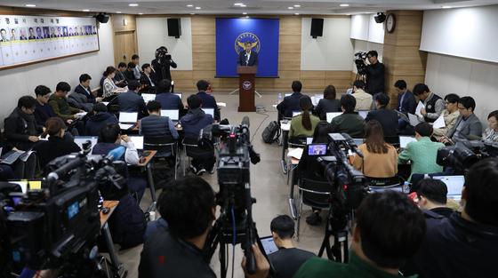 13일 오전 서울 중랑경찰서에서 길우근 중랑서 형사과장이 여중생 살인 혐의를 받는 '어금니 아빠' 이영학에 대한 수사결과를 브리핑하고 있다. / 사진=뉴스1