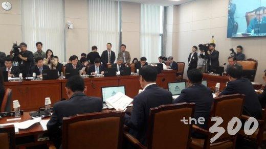 [2017 국감]국회서 샤넬 직원이 눈물 흘린 이유