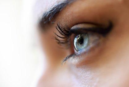 """""""눈을 더 커보이게""""…풍성한 속눈썹 위한 3가지 TIP"""
