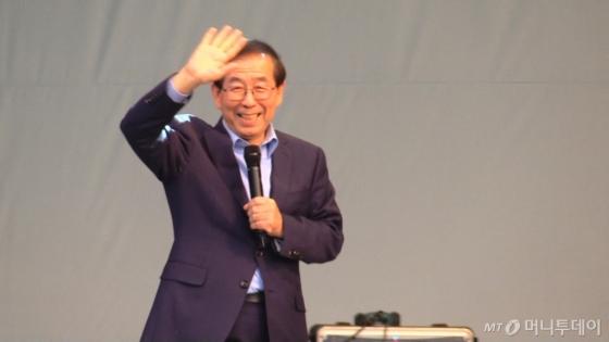 지난 10월28일 서울광장에서 열린 '2017 청춘콘서트 & 청춘박람회'에 박원순 서울시장이 청춘들의 멘토로 참석했다./사진=이상봉 기자