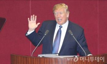 """[MusT]트럼프 """"한국 女골퍼, 세계 최고…평창올림픽 행운 빌어"""""""