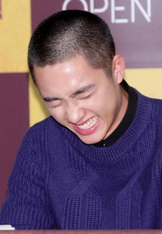 꽃미소 발사하는 '밤톨 머리' 도경수./사진=김창현 기자