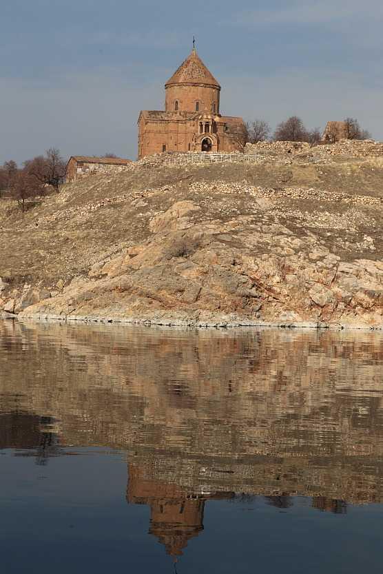악다마르 섬과 성 십자가 대성당/사진=이호준 여행작가