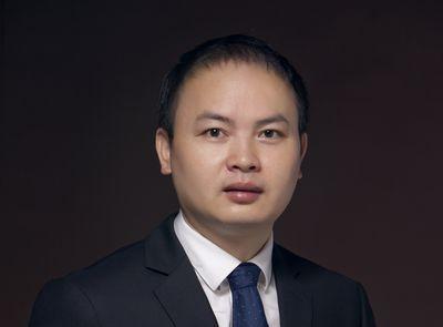 미국의 가치투자자 워렌 버핏의 팬을 자청하는 중국 선전첸하이윈시투자회사 창립자 양용. 그가 운용하는 위산쉰뉴 1호 펀드는 소수 대형<br> 우량주에 집중하는 전략으로 올해 304%의 수익률을 기록했다.  /사진=Aiweiyi Culture