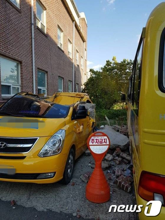 15일 발생한 지진으로 포항 시내 곳곳이 아수라장으로 변했다./사진=인터넷 커뮤니티 캡처,뉴스1