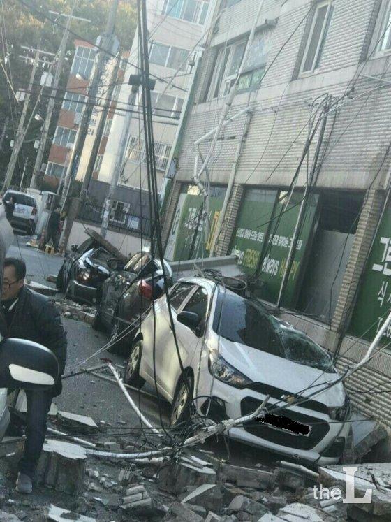 15일 경북 포항 시내 지진 피해현장/사진=SNS