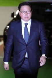 최태원SK그룹 회장이 15일 오후 서초구 서울가정법원에서 진행된 이혼소송 1차 조정기일에 출석하고 있다./사진=이기범 기자