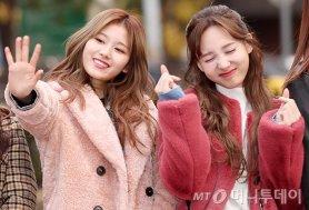 """'트와이스' 사나·나연, 핑크 패션 살펴보니…""""사랑스러워"""""""