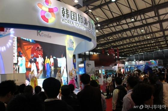 지난해 11월 인도 뉴델리에서 열린 'Korea Festival' 한국 공연단의 공연. /사진제공=한국관광공사<br />