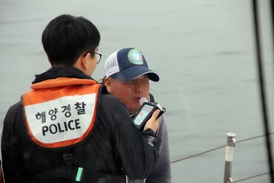 = 31일 전북 군산해양경찰서가 하계 피서철을 맞아 해양사고를 예방하고 해상교통질서 확립을 위해 다음달 16일까지 해상음주단속을 강화한다./사진= 군산해경