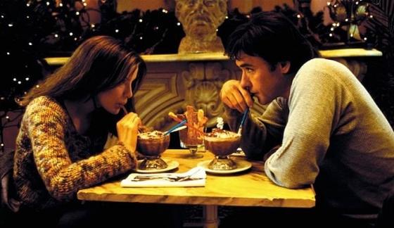 추운 겨울이 되면 '우연한 운명'을 찾아나서는 싱글족이 늘어난다. /사진=영화 '세린디피티' 스틸컷