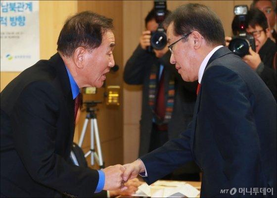 손잡은 이재오-홍준표
