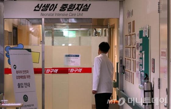 17일 오전 서울 양천구 이대목동병원 11층 신생아 중환아실 전경 /사진제공=뉴스1