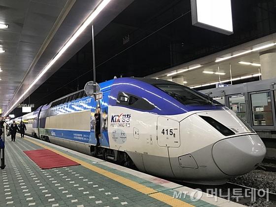 서울 동대문구 청량리역에 정차해 있는 KTX (고속열차) 평창. /사진=신현우 기자