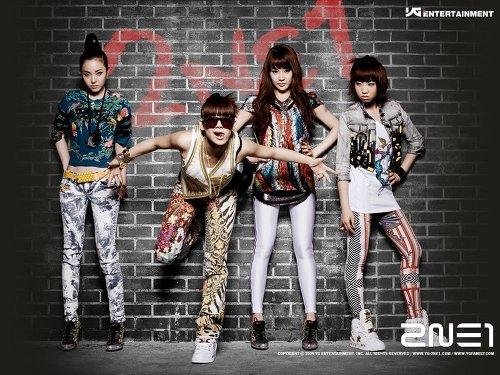 2008~2017년 신한류 기간 멜론 월간 종합차트 '톱10'에 가장 많이 이름을 올린 아이돌 그룹 순위를 조사한 결과 투애니원(2NE1)이 14곡으로 빅뱅(26곡)에 이어 2위를 차지했다. 걸그룹 중에서는 굳건히 1위의 자리를 지켰다.<br />