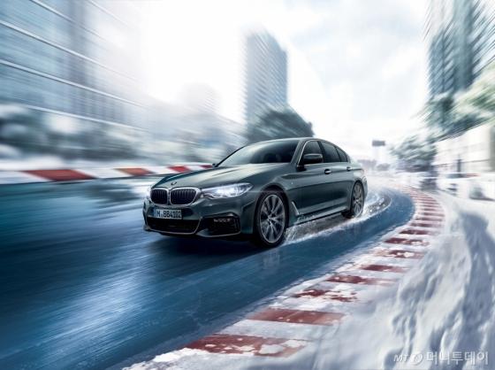 윈터 타이어를 장착한 BMW 차량 이미지/사진=BMW 코리아