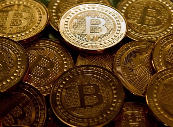 디지털 암호화폐 비트코인을 실물로 만든 동전. /AFPBBNews=뉴스1