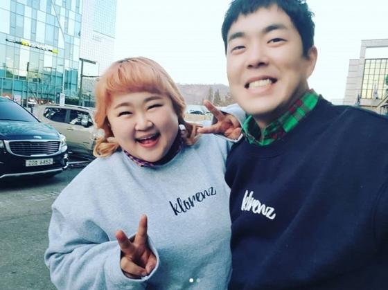 개그맨 커플 홍윤화(30·왼쪽), 김민기(35),  가 8년 열애 끝에 결실을 맺는다. /사진=홍윤화 인스타그램
