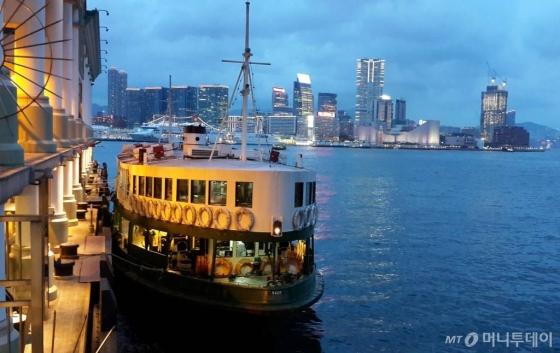 홍콩섬 센트럴과 구룡반도의 침사추이를 버스처럼 오가는 스타페리. /사진=김유경 기자