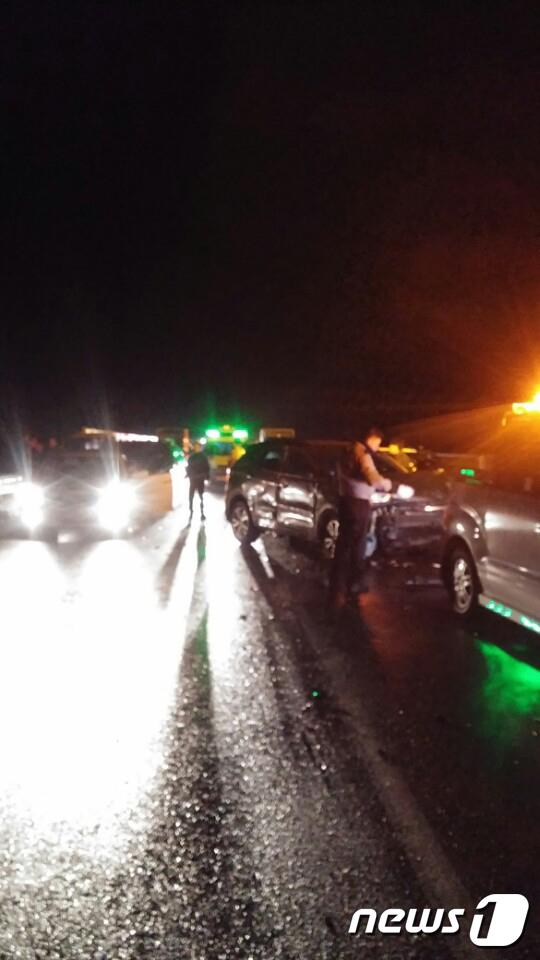 지난 9일 오후 6시 42분쯤 전남 화순군 이양면 한 국도에서 발생한 다중추돌 사고 발생 현장 모습 /사진=화순소방서 제공