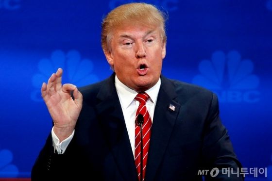 트럼프, 이란 제재 유예 연장...유럽동맹국에 핵협정수정 '최후통첩'