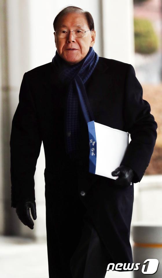[사진]검찰로 들어서는 김백준 전 청와대 총무기획관