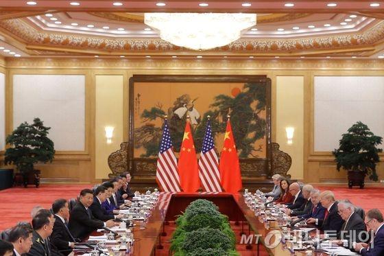 도널드 트럼프 미국 대통령과 시진핑 중국 국가주석이 9일 (현지시간) 베이징의 인민대궁전에서 오찬회담을 갖고 있다.  © AFP=뉴스1  <저작권자 © 뉴스1코리아, 무단전재 및 재배포 금지>