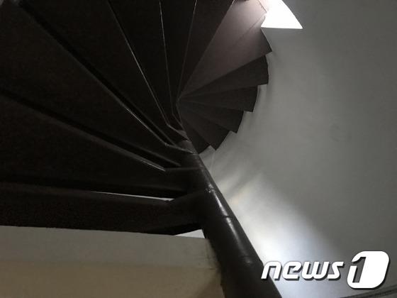 서울 용산구 옛 남영동 대공분실의 나선형 계단. © News1 전민 기자