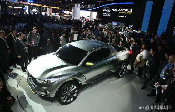 2015년 디트로이트 모타쇼에서 공개한 현대자동차 픽업스타일의 산타크루즈 콘셉트카/사진제공=현대자동차
