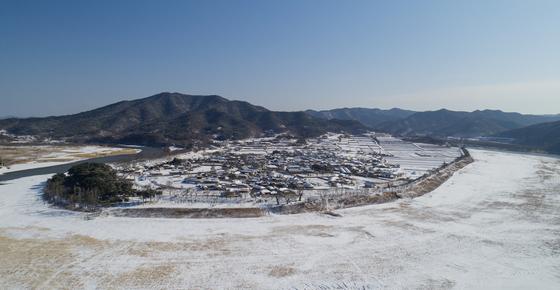 눈으로 세계유산 하회마을이 하얀 눈으로 뒤덮였다. /사진=안동시 농업기술센터 이용덕씨 제공, 뉴스1