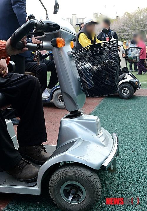 (사진은 기사와 직접 관련 없음) 전동 휠체어. /사진=뉴시스