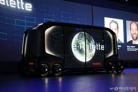 지난 8일(현지시간) 미국 라스베이거스 만달레이베이 호텔에서 열린 'CES 2018'에서 공개된 토요타자동차 '이-팔렛트 콘셉트카'(e-Palette Concept Vehicle)/사진=토요타