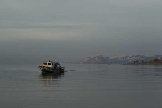 물고기를 잡아서 돌아오는 반 호수의 어선/사진=이호준 여행작가