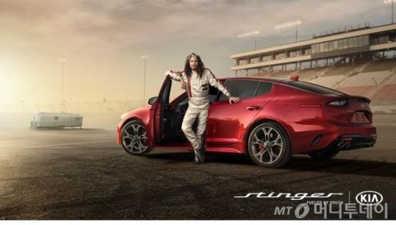 기아자동차의 '2018 슈퍼볼' 광고에 등장한 전설의 록그룹 에어로스미스의 리드 보컬 '스티븐 타일러./사진제공=기아차 미국판매법인(KMA) 홈페이지 캡처