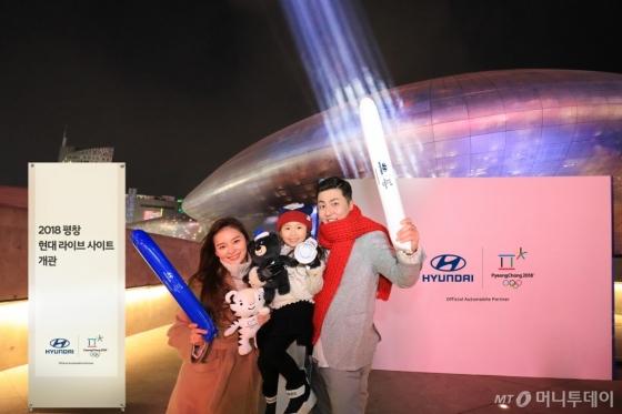 현대차는 서울 동대문디자인플라자(DDP) 어울림광장에 전국민 응원 에너지를 하나로 모아 축제의 장으로 만들기 위해 '2018 평창 현대 라이브 사이트 메인 스테이지'를 개관해 운영한다./사진제공=현대차