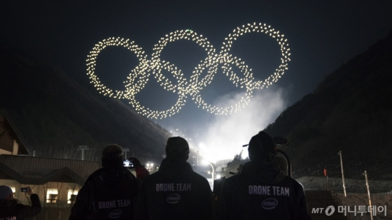 9일 열린 평창 동계올림픽 개막식에 등장한 인텔 드론/사진제공=인텔